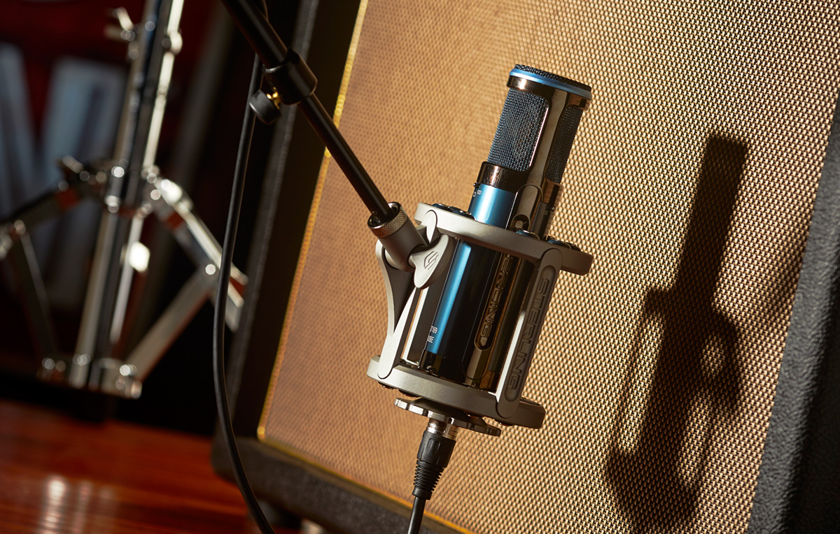 Sterling ST169 Microphone with Shock Mount